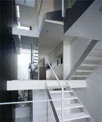 Высокий и Узкий Дом в Японии