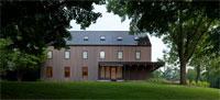 Элегантный современный дом с минималистическим интерьером